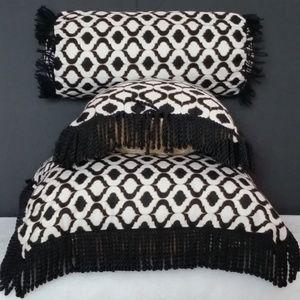 Chevron-Noire  Set of 3 pillows